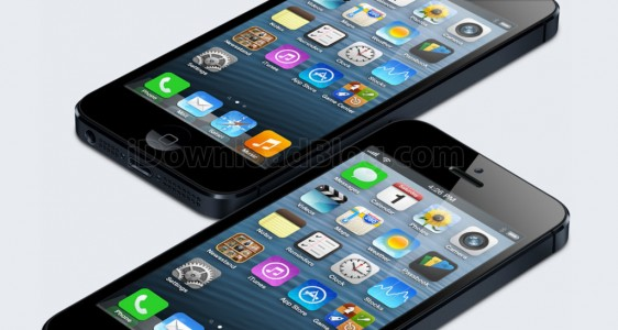 iPhone-5-side-by-side-iOS-7-icons-mockup