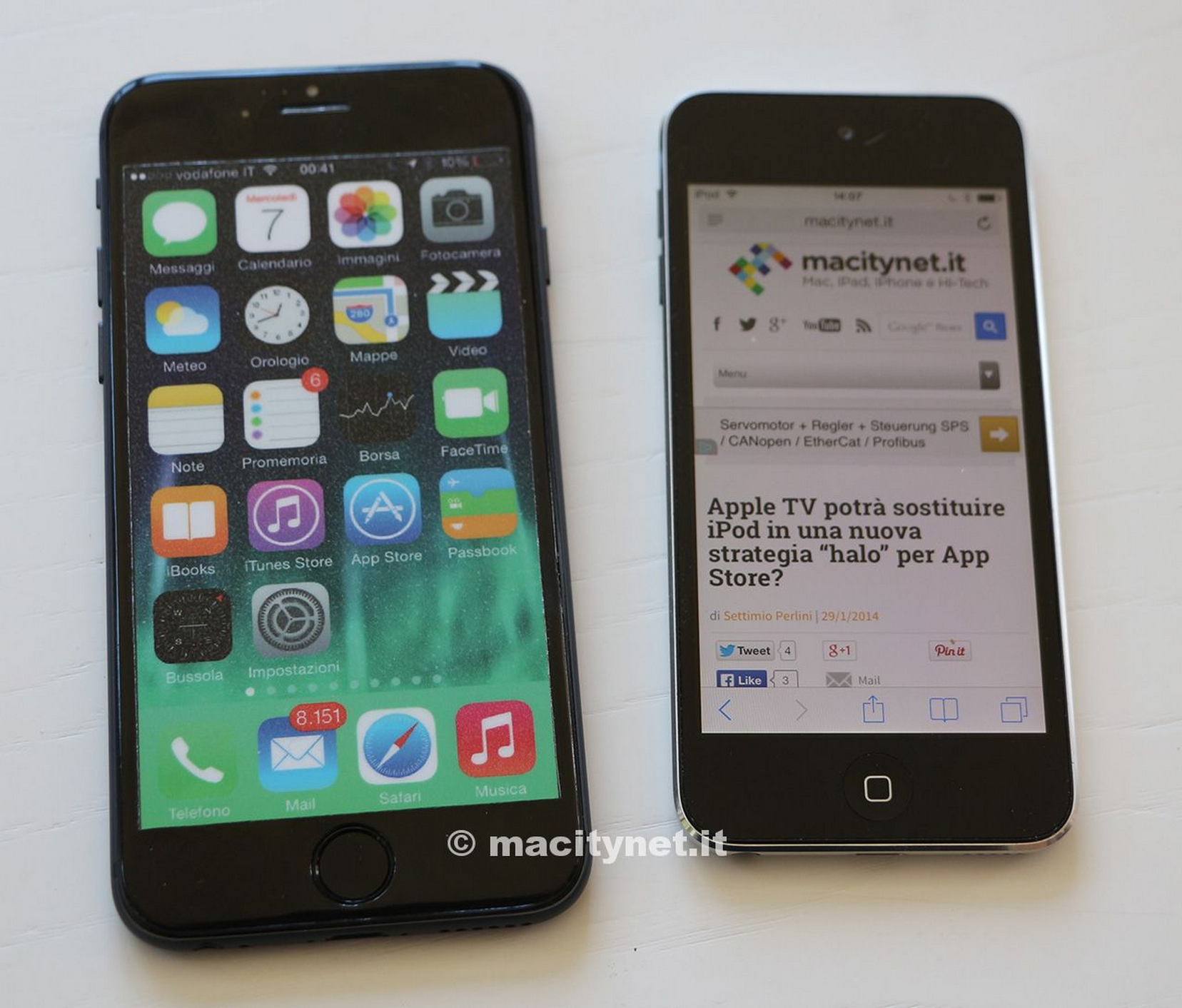 mockup-de-iphone--6-vs-ipod-touch-1