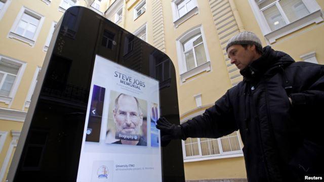 memorial-a-steve-jobs-e-removido-na-russia-por-homofobia