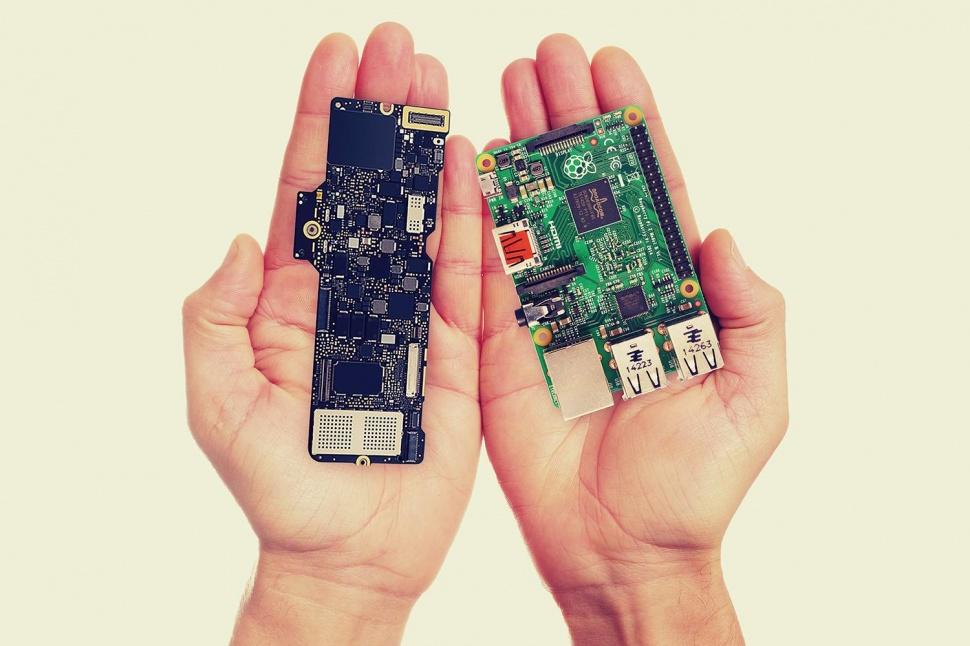 the-macbook-logic-board-smaller-raspberry-pi-2-970x0