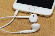shutterstock-iphone-earpod